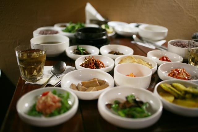 韓国語で「いただきます」は?食事をするときの便利なフレーズまとめ